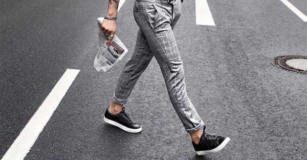 51ee5259d83c ... чиносы всевозможные стили обуви, соблюдая единый ансамбль из предметов  гардероба — спортивные кеды и кроссовки, оригинальные сникерсы, а также  модные ...