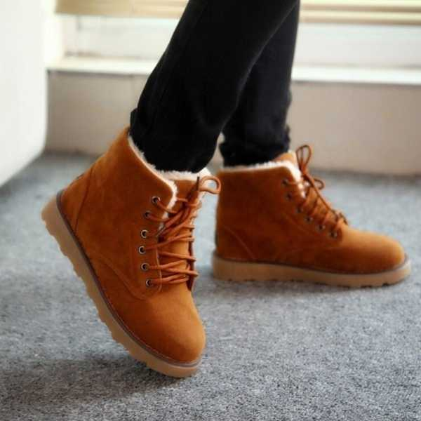 0dd372b07 В модных тенденциях 2017 явно прослеживается футуристичность обуви.  Дизайнеры предлагают носить яркую обувь, сочетая при этом несколько  материалов и фактур ...