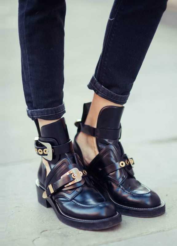 0aeee5f0e Хит сезона 2017 – женские грубые ботинки со стразами. В моде необычные  расцветки – от молочно – белого до яркого морковного.