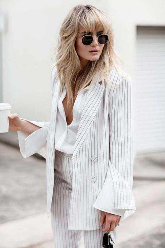 ce1dec5f1e9 Шикарный вид  белоснежная рубашка с широкими манжетами + полосатый брючный  костюм + босоножки