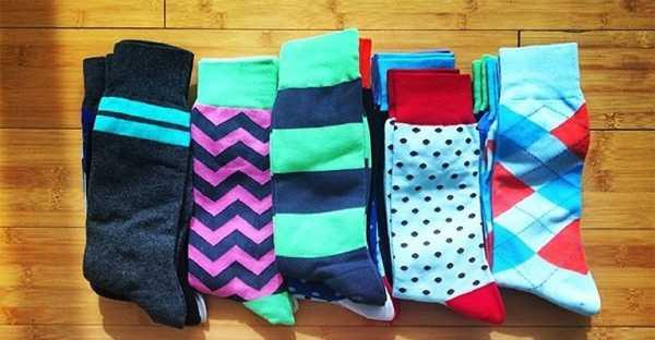 210a0e4e3a256 Также в моде сегодня носки полосатые, важно лишь, чтобы другие предметы  гардероба не были украшены таким же принтом. Исключением может стать разве  что ...